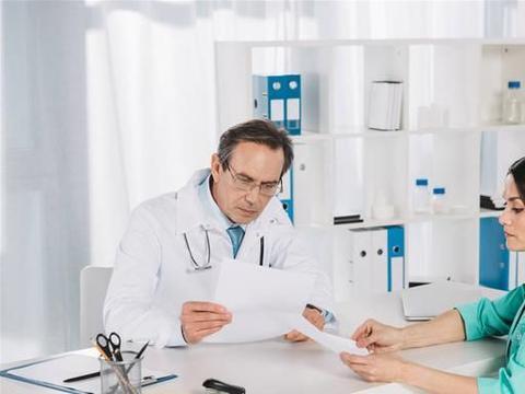 医疗纠纷:老年人因疝气就医,未紧急施行行手术治疗致并发症死亡