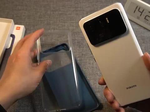 小米11Ultra戴上素皮手机壳有多重,带壳这个重量你能接受吗?