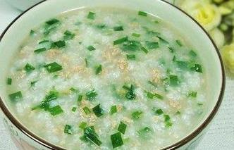 冬天暖身必吃鸡肉韭菜粥、蒸生姜红茶