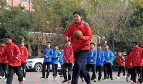 中国女篮迎来巨无霸新星!预测身高2米30,十年内可再现姚明时代