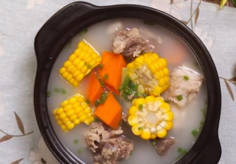 教你做胡萝卜玉米排骨汤 汤浓肉香 味道清香不油腻