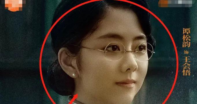 理想照耀中国众星海报,王一博正气十足,我却被王俊凯的造型圈粉