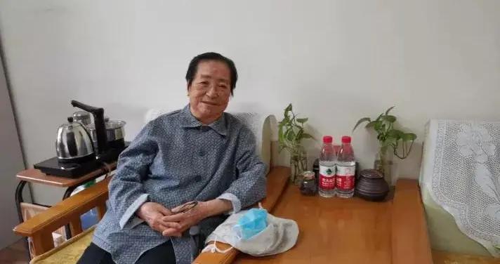 平凡中的伟大丨追忆老党员雷柏青老师