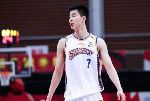 八一最强大腿浮现,邹雨宸也没他快,一个月成球队老大