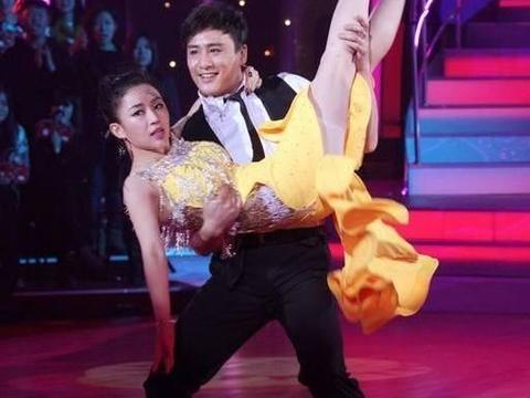 潘晓婷与男演员跳恰恰舞,甩起来一瞬间险些走光,身材凹凸有致
