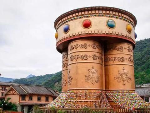 """四川有个免费5A景区,万亩山花开得正旺,享有""""长寿之乡""""的美誉"""