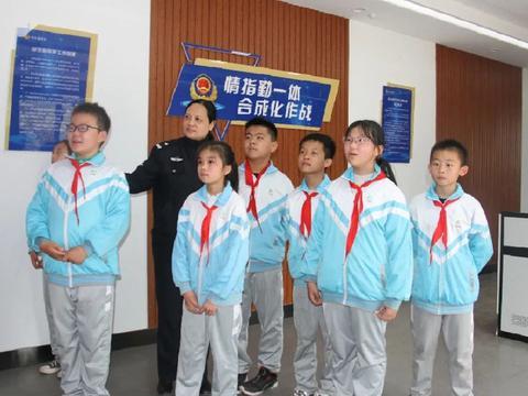 枣庄市立新小学西校:学生进警营,互动零距离