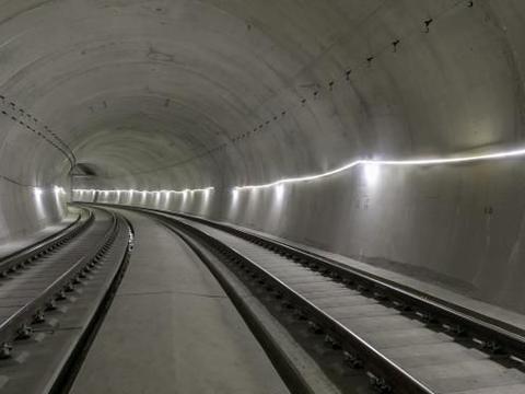 1号线南段工程进度:王家港站~青岛站长轨通,年底空载试运行