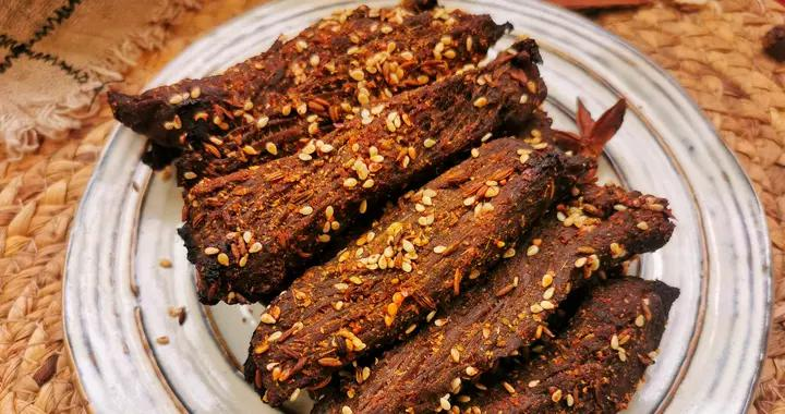 春季我家常吃这肉,高蛋白低脂肪,不炒不炖做一盘,直接手撕着吃