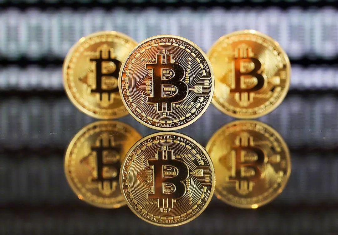 根财联社报道,近日比特币涨幅扩大,突破61000美元/枚……