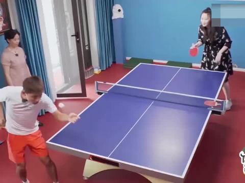 王楠指导江宏杰打乒乓,福原爱为爱主动捡球!明星们指导打乒乓球