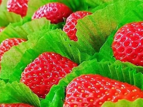 不用烤箱的草莓慕斯,让女神节和白色情人节甜蜜蜜