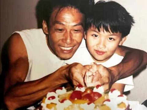 又一香港艺人因病去世,三年前曾因大肠癌入院,感慨上天已安排好