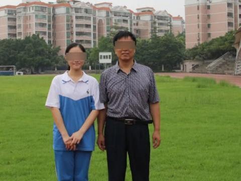 女生实名举报遭老师性骚扰,已找到数十名相似经历校友,警方介入