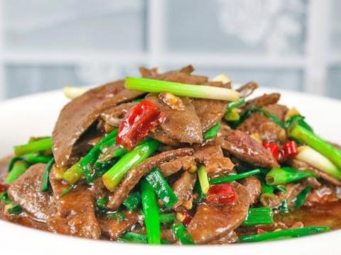 炒猪肝时,不要直接下锅炒,多加一步,滑嫩入味,下酒又下饭