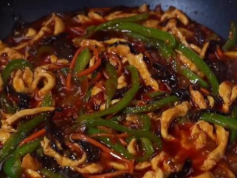 花5元买了块鸡胸肉,炒了一大锅鱼香肉丝,连吃了3碗米饭