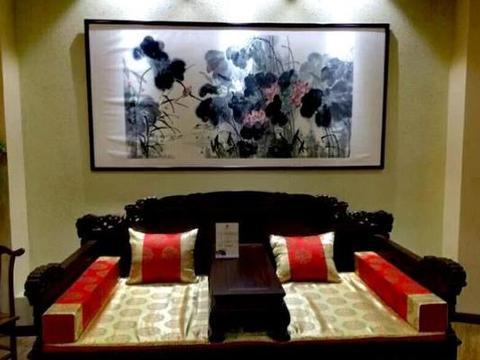 客厅挂画有什么讲究,再穷也要在客厅放一副山水画,带来财运