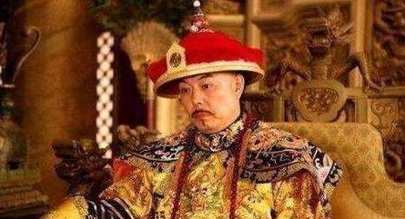 清朝统治者是满人,为啥后来没人用满语,都是一嘴京腔普通话?