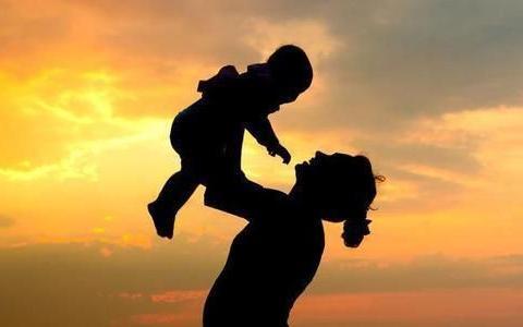 """孩子是不是""""疼妈妈""""?从小就可以看出来,以下四种表现错不了"""