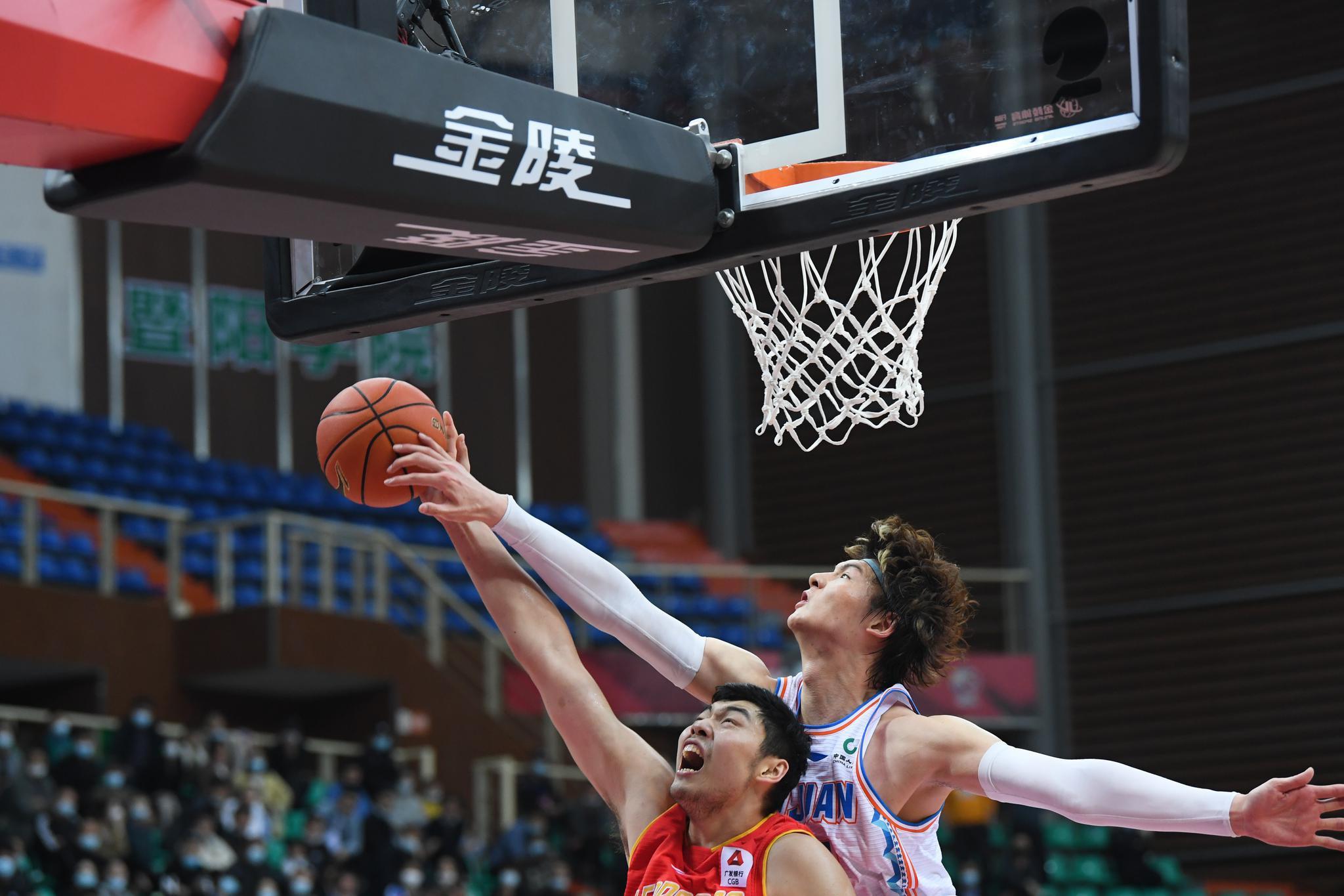 篮球——CBA第四阶段:福建豹发力胜深圳马可波罗