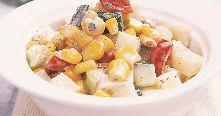 对于老一辈的上海人来说,沙拉就等同于土豆沙拉