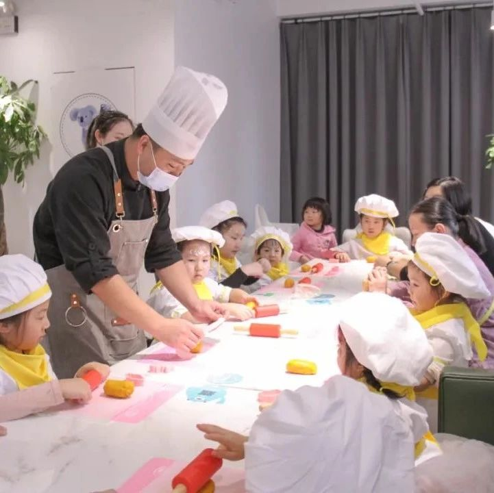 室内迪士尼亲子中心里的爱马仕!市区4000㎡星级游乐场、童话小镇、mini厨房、绘本艺术课 快带孩子来打卡吧!