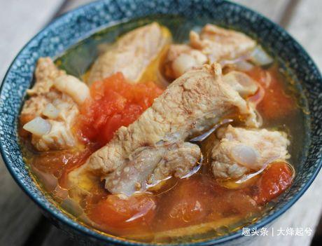 炖排骨汤时,注意3个小细节,汤鲜肉嫩还不腥,教你详细做法