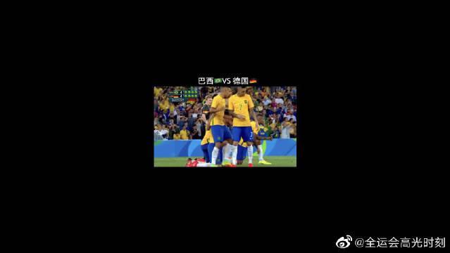 足球是一个很有观赏性的比赛,这些精彩瞬间太绝了