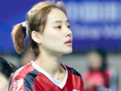 新晋排球女神,人高马大年仅23岁,颜值不输惠若琪与朱婷同一位置