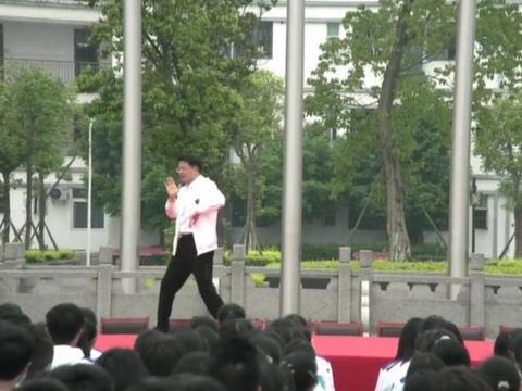 为高三学生解压,四川犍为教育局局长校园跳起霹雳舞