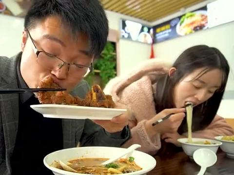 大sao和媳妇下馆子吃螺蛳粉,这味道真是太带劲了啊