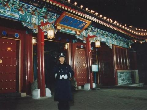 有梦想谁都了不起 27年前自考北大保安张俊成如今已是校长