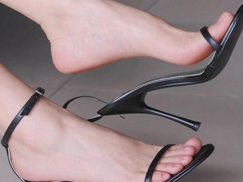 """肝不好的人,脚一般会有3个""""信号"""",若你占一个,建议及早检查"""