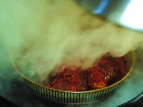草鱼别再红烧了,试试这特色做法,鲜香嫩滑,半点腥味都没有,香