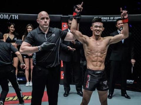 ONE冠军赛:重炮手嘶吼袭来,李胜龙二次卫冕战能否握稳金腰带?