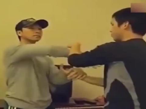 叶问之子叶准师父传授甄子丹咏春黐手技巧,这手速可真快呀!