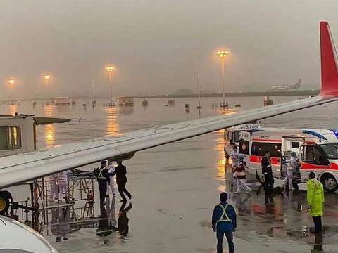 旅客在客舱突发疾病——上航航班备降救人