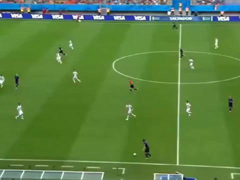 """2014年世界杯最精彩的进球之一范佩西""""鱼跃冲顶"""""""