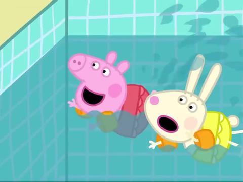 小猪佩奇:洒水壶掉进游泳池,只有猪爸爸会潜泳,把水壶拿出来了