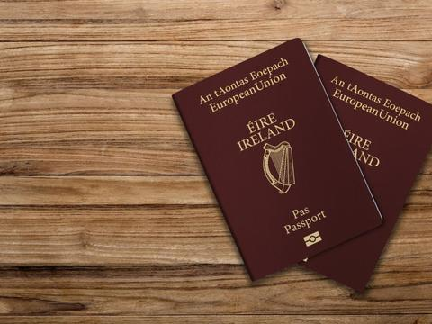 你的护照在哪儿?几个月来,爱尔兰护照办公室积压了8.3万份申请