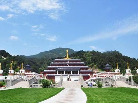 占地448亩的万佛园,是集人文景观、旅游、参学为一体