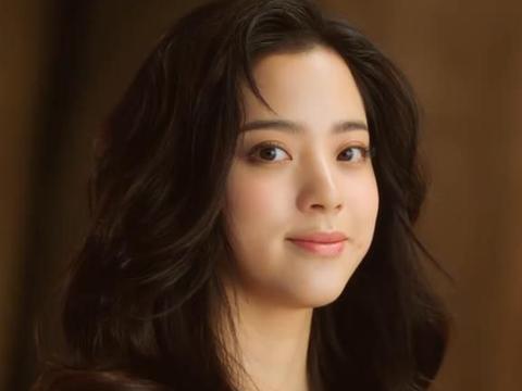 """欧阳娜娜被发型师坑惨了,蓬刘海""""大妈卷"""",差点没认出是一个人"""