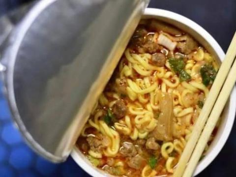 2021年垃圾食品榜单列出,辣条已上榜,排榜首的,很多人都在喝