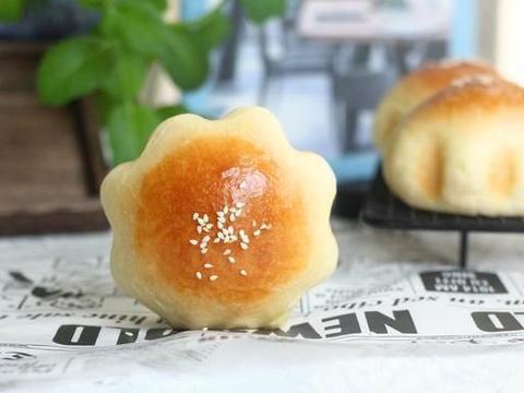 好吃不胖,星形咸蛋黄南瓜肉松面包,造型可爱,小朋友超喜欢