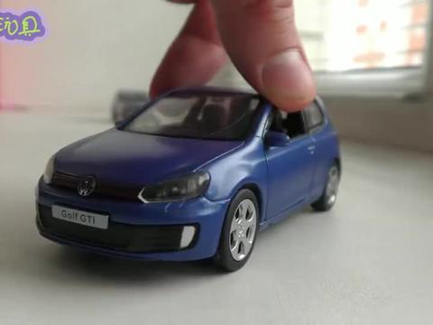 显示各种汽车玩具的内部构造