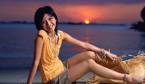 孙燕姿穿丁字连体泳衣,身材热辣,和印尼老公婚后好甜