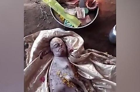 印度一山羊宝宝竟长了一张人脸,且没有尾巴,出生10分钟便夭折了