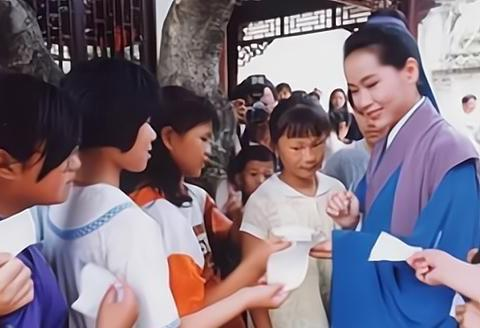 """她才是""""许仙""""的原定演员,因嫌片酬太少,意外成就叶童"""