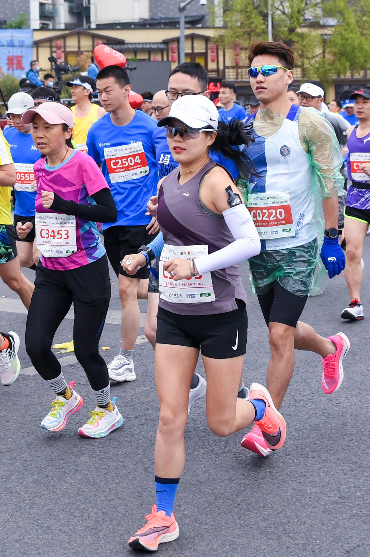 马拉松——2021徐州马拉松赛鸣枪开赛