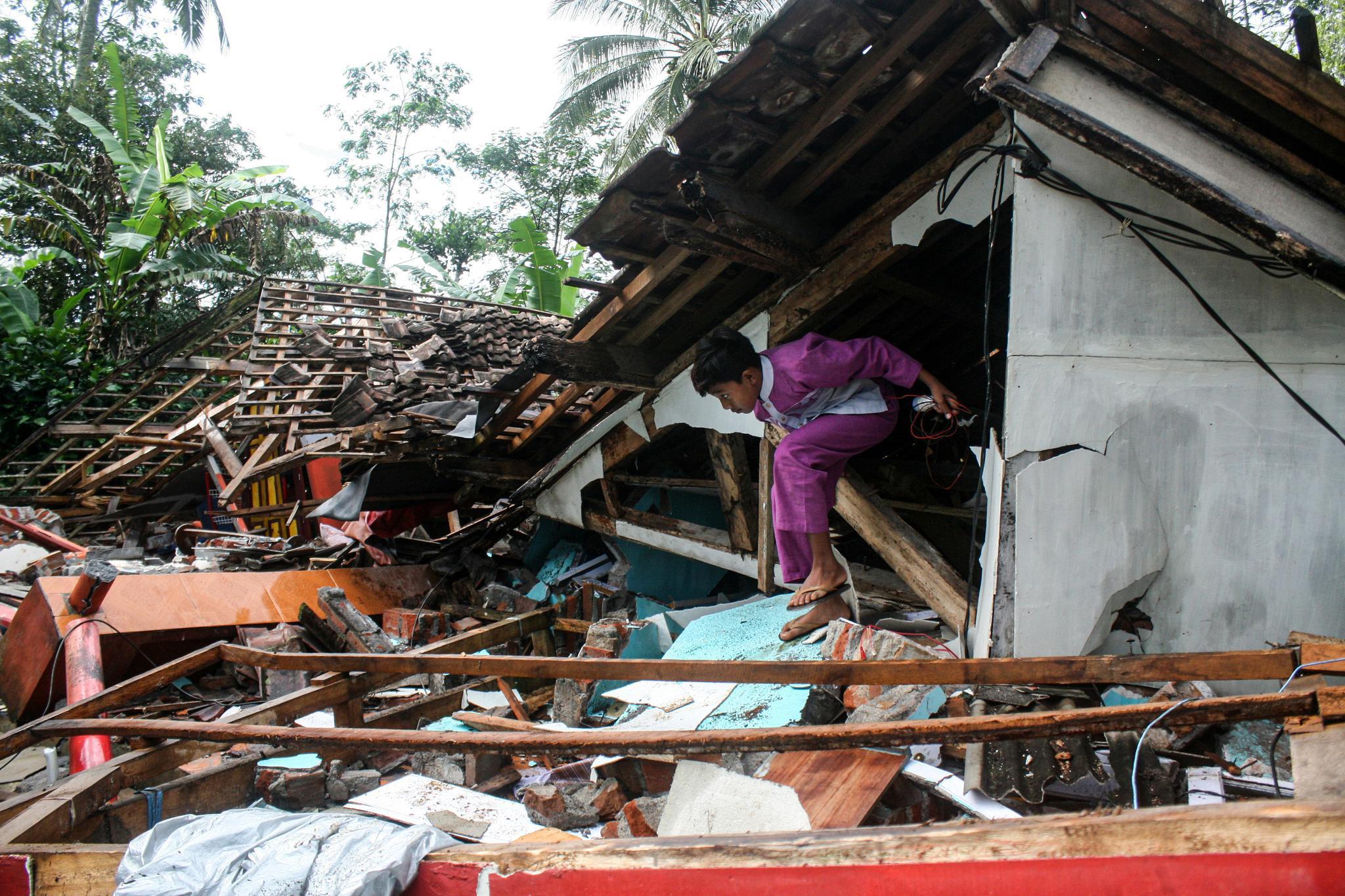 印尼东爪哇省:地震过后